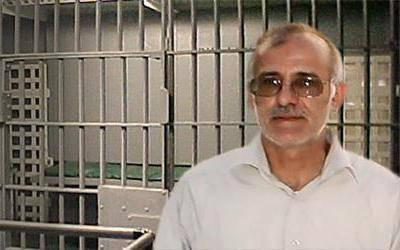 Ali Moezzi writes in supports of political prisoners on hunger strike